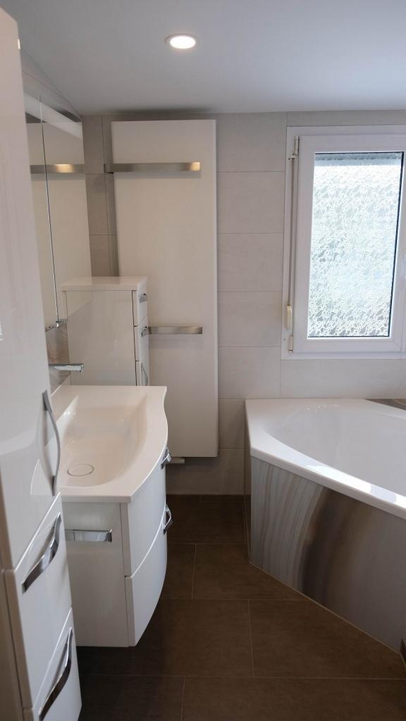 Design Pur Auf Kleinem Raum. Durch Die Großen Wandfliesen Im Duschbereich  Wirkt Dieses Bad Deutlich Größer. Sehr Gut Gelungen